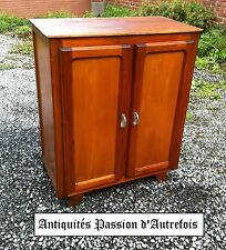 M201749 - Petit meuble 2 portes en pin - Très bon état