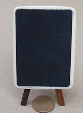 1:12 un unico pezzo finitura naturale in legno nero Board & Easel DOLLS HOUSE miniatura