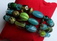 bracelet 3 rangs perles de verre vertes et couleur vieil or bijou vintage 5022