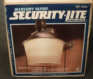 Vintage Handy Man Mercury Vapor NH-1204 Security Light 175 Watt Mercury Vapor