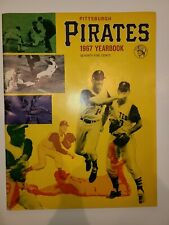 1967 PITTSBURGH PIRATES VINTAGE YEARBOOK - Roberto Clemente