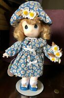 """PRECIOUS MOMENTS DOLL GARDEN OF FRIENDS *DAISY APRIL* 12"""" #1458 -FIRST EDITION-"""