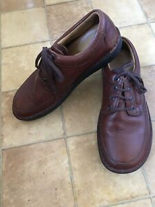 Clarks Mens Brown Leather Shoes, Size 8.5 H, Excellent Condition