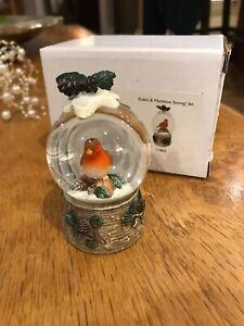 CHRISTMAS DECORATION ROBIN SNOW GLOBE ORNAMENT