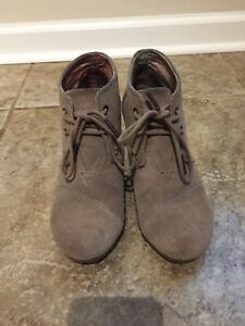 Toms Womens Suede Leather Wedge Oxford Booties Desert Tan Lace Up Kala size 6