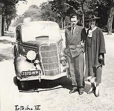 Voiture. Couple. 1940. France. Auto. Car. Mode. Fashion. Vintage photo. M126