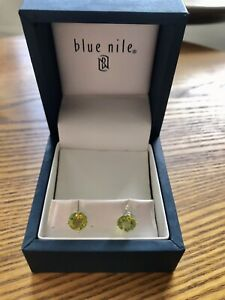 NIB Blue Nile Peridot Earrings 14K White Gold 7mm Retail $250