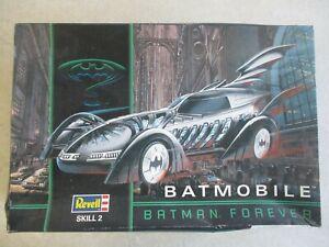VTG 1995 BATMAN FOREVER BATMOBILE REVELL MODEL KIT IN BOX 1:25 SCALE