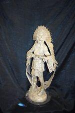 Bronze-Indianer,versilbert, im Kriegsschmuck auf Marmorsockel,64cm