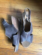 Clarks 10 Everyday Taupe Leather Wedge Sandal Heels-Excellent