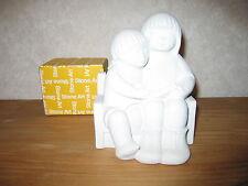 MARBELL STONE ART *NEW* Statue pierre blanche Fille-garçon sur banc HxL:19x15cm