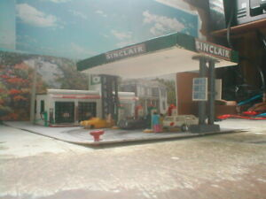 HO Scale  Gas Station Sinclair Bachmann Detailed/weathered  w/light