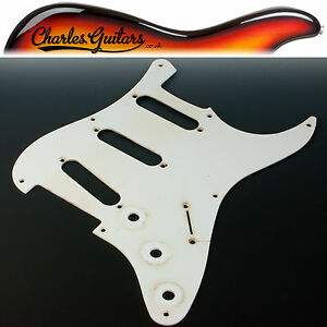 VINTAGE RELIC AGED RELIC '57 SINGLE PLY WHITE STRAT STYLE PICKGUARD (AA31014)