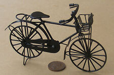 1:12th NERO BICICLETTA IN METALLO VERNICIATO & Cestino Casa delle Bambole Miniatura Accessorio bici