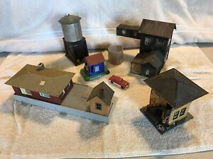 Vintage HO Scale RR Model Train - Accessories And Buildings