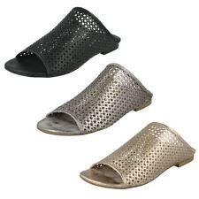 Sandali e scarpe nere Spot On per il mare da donna