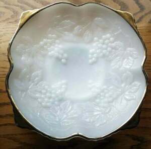 ANCHOR HOCKING White Milk Glass Grape Pattern Decorative Gold Rim BOWL DISH