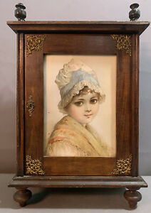 Ca.1900 Antique VICTORIAN Old SPOOL LEG Table Top CHILD LITHO Print DOLL CABINET