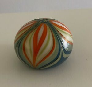 Beautiful Signed Orient and Flume Art Glass 1973 Paperweight