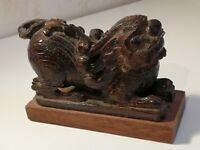 Ancienne statuette Chien Fô en bois laqué à identifier