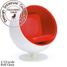 Chaise eero arunio ball en blanc et rouge, poupées maison miniature