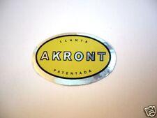 Adhesivo llantas Akront etiqueta amarilla.