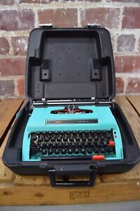 Vintage 1976 Kmart Brother 300 Deluxe 12 Mechanical Typewriter Turquoise w/ Case
