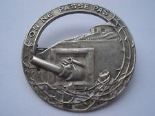 CWW2 VINTAGE THE MAGINOT LINE ON NE PASSE OAS SOUVENIR PIN BROOCH