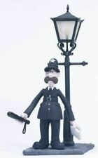 Wallace & Gromit. PC MACKINTOSH. The Curse of the Were-Rabbit Mcfarlane Figure M