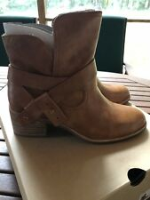 UGG Women's Elora Leather Chestnut Stacked Heel Ankle Bootie Boot Size 7