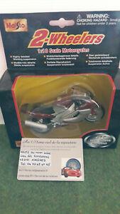 moto YAMAHA YZF 1000 THUNDERACE bordeaux/gris 1/18 MAISTO 31300 miniature collec