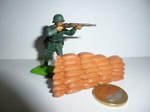 BRITAINS / SOLDAT ALLEMAND WW2 + DECOR  /  1/32 eme
