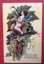 CPA. 1905. Angelot. Bouteille Chianti? Grappes de Raisin. Mandoline. Gaufrée.