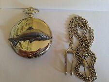 F19 grand saumon emblème sur un argent poli case cadeau quartz montre de poche fob