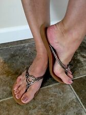 Women's Well Worn Leather Strap Guess Flip flops Size 8 9