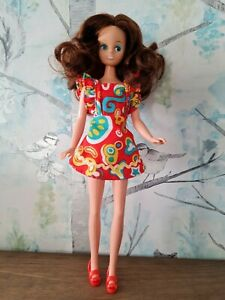 Vintage Mary Quant Daisy Doll Brunette in Meadow sweet outfit variant 2