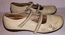Ladies white leather embroidered Hush Puppies shoes - UK 6