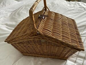 Large VINTAGE WICKER PICNIC BASKET WITH CONTENTS FOR FOUR