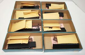 Lot Athearn Blue Box HO Scale (8) 40' Undecorated Flats w/ Stakes Kits #1349 NIB