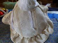 lot===vintage coussin en piqué,landeau  ,vintage ,+bonnet poupon,poupée