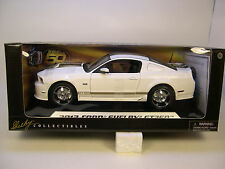 WHITE 2012 FORD SHELBY GT350 MUSTANG SHELBY 1:18 SCALE DIECAST METAL CAR