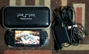 Sony Black PSP 3001/ Carrying case/Charger Tested