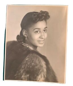 """Vintage 40's ? African American Lovely Young Women Wearing Fur 8"""" X 10"""" Photo"""