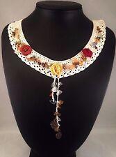 Colgante Collar de aspecto vintage de ganchillo hecho a mano Chips de Piedras Preciosas De Rosas Detalles