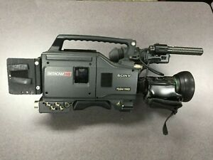 SONY UVW-100 BetaCam-SP Hyper HAD For PARTS, NOT TESTED