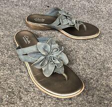 06d4f4a8bb273 Clarks Bendables Blue Gray Leather Thong Sandals Flip Flops W  Flower Size  9M