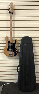 Vintage Peavey T-40 Bass Guitar With Hard Case