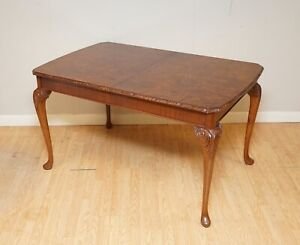 A VERY BEAUTIFUL CIRCA 1930's BURR WALNUT QUEEN ANNE CARVED LEGS TABLE