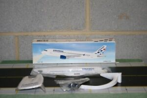 PPC Holland 1:200 Strategic Airlines Airbus A320-200 Snap Fit Model Plane