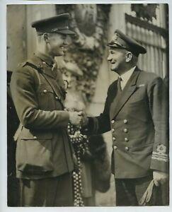 2 Victoria Cross Winners - Lt Stannard & 2nd Lt Annand - 1940 Press Photo